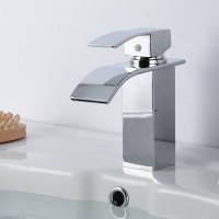 Vierseitiger kupferner Beckenhahn breiter Mundwasserfallhahn Badezimmerbassin heißer und kalter Hahn