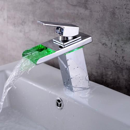 LED Chrom Farbwechselbehälter Einhand-Einloch-Spüle Wasserfall Wasserhahn